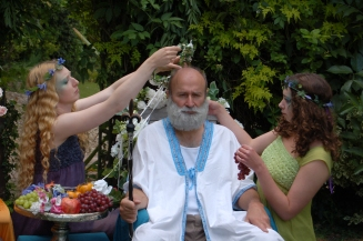 Robert Jezek as Zeus with nymphs
